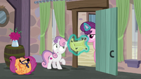 Scootaloo rolling into Sugar Belle's bakery S7E8