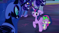 Spike points at Nightmare Moon S5E26