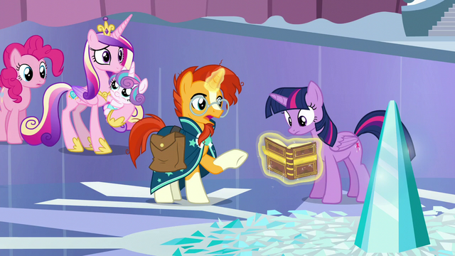 File:Twilight reading the book given by Sunburst S6E2.png