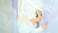 Applejack opens the door S6E10
