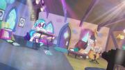 DJ Pon-3 and Octavia's playing intensifies S5E9