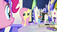 Pinkie's friends all look skeptically at her S9E4
