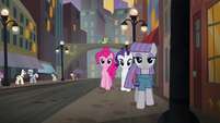 Pinkie, Rarity, and Maud wander through Manehattan at sunset S6E3