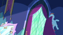 Rainbow Dash opening Twilight's curtains S8E2