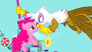 S01E05 Gilda każe Pinkie się odczepić od Rainbow