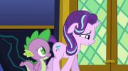 S06E01 Spike słucha obaw Starlight