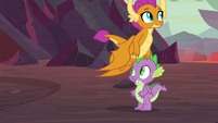 Smolder follows Garble to the lava pit S9E9