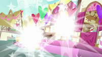 Spike and Discord vanish from Sugarcube Corner S8E10