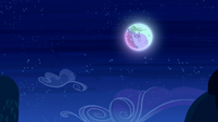 The moon in the night sky S5E26