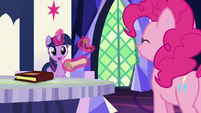 Twilight Sparkle -it's from the yaks!- S7E11