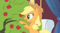 Applejack talks to the tree S1E21