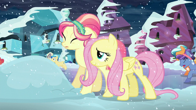 File:Fluttershy helps out the Crystal pony S6E2.png