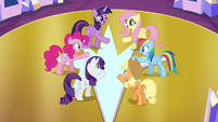 Mane 6 at the center of the throne room S4E26