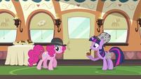 Pinkie Pie retracing her steps S2E24