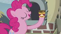 Pinkie with baking powder S5E8