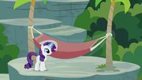 Rarity putting up a tree hammock S7E5
