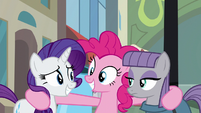 Rarity smiles at Pinkie Pie S6E3