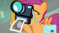 Scootaloo takes picture of Rainbow's diaper S7E7