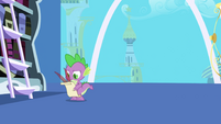 Spike composing Twilight's letter S1E01
