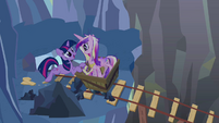 Twilight and Cadance 'I'll be there very soon' S2E26
