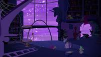 Twilight walks towards the window S5E12