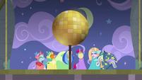 Disco ball sun prop raises over the stage S8E7