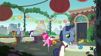 Pinkie Pie accidentally bumps into a waiter S6E3