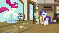 Rarity straightening Mr. Breezy's bowtie S7E19