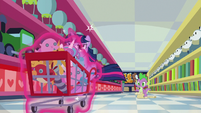 Twilight races the cart down the aisle S7E3