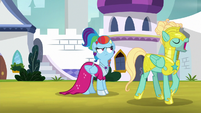 Zephyr Breeze walks past Rainbow S9E4