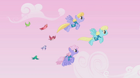 Cloud Kicker, Sassaflash, and Rainbowshine guiding birds S1E11