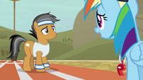 Rainbow Dash helping out Quibble Pants S9E6