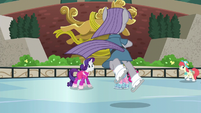 Rarity and Pinkie Pie sees Maud ice-dancing S6E3