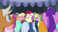 Rose trying to appease the crowd of ponies S7E19