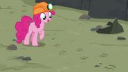 S07E04 Pinkie znajduje ślady Maud
