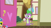 Spike arrives with two ice cream cones S9E19