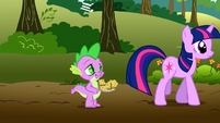 Spike holding bad muffins S1E4
