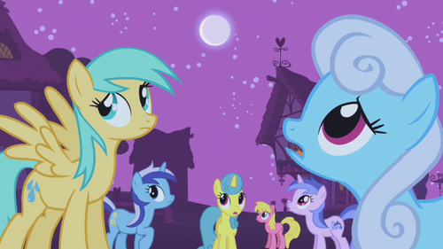 The ponies wonder what's going on S1E06