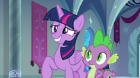 Twilight Sparkle grins unconvincingly S9E4