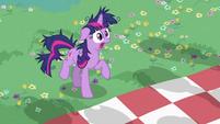 Twilight Sparkle making sounds S2E03
