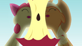 Apple core between Applejack and Apple Bloom S4E09.png