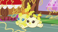 Cake twins covered in silly string on the floor S7E19