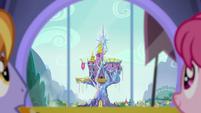 Castle of Friendship outside the window S8E22