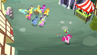 Crowd of ponies following Pinkie Pie S4E12