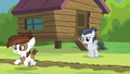 Pipsqueak crosses the camp-dividing line S7E21.png