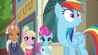 Rainbow Dash gets an idea S6E9