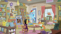 Rainbow returns to A. K.'s book signing S9E21