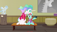 Strawberry Ice takes photo of herself and Celestia S9E13