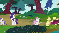 Sweetie Belle looking back at Rarity S7E6