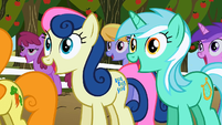 Sweetie Drops and Lyra Heartstrings excited S2E15
